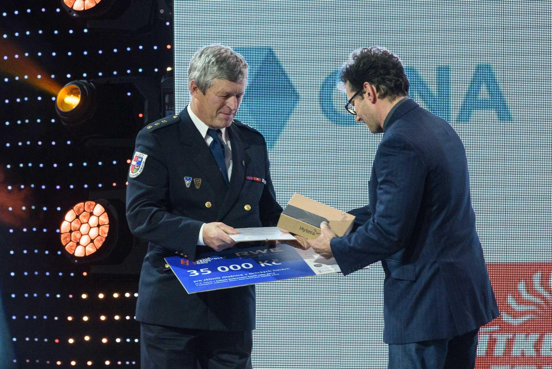 anketa-dobrovolni-hasici-roku-2015-vyhlaseni-vysledku-jsdh-olesnice-v-orlickych-horach