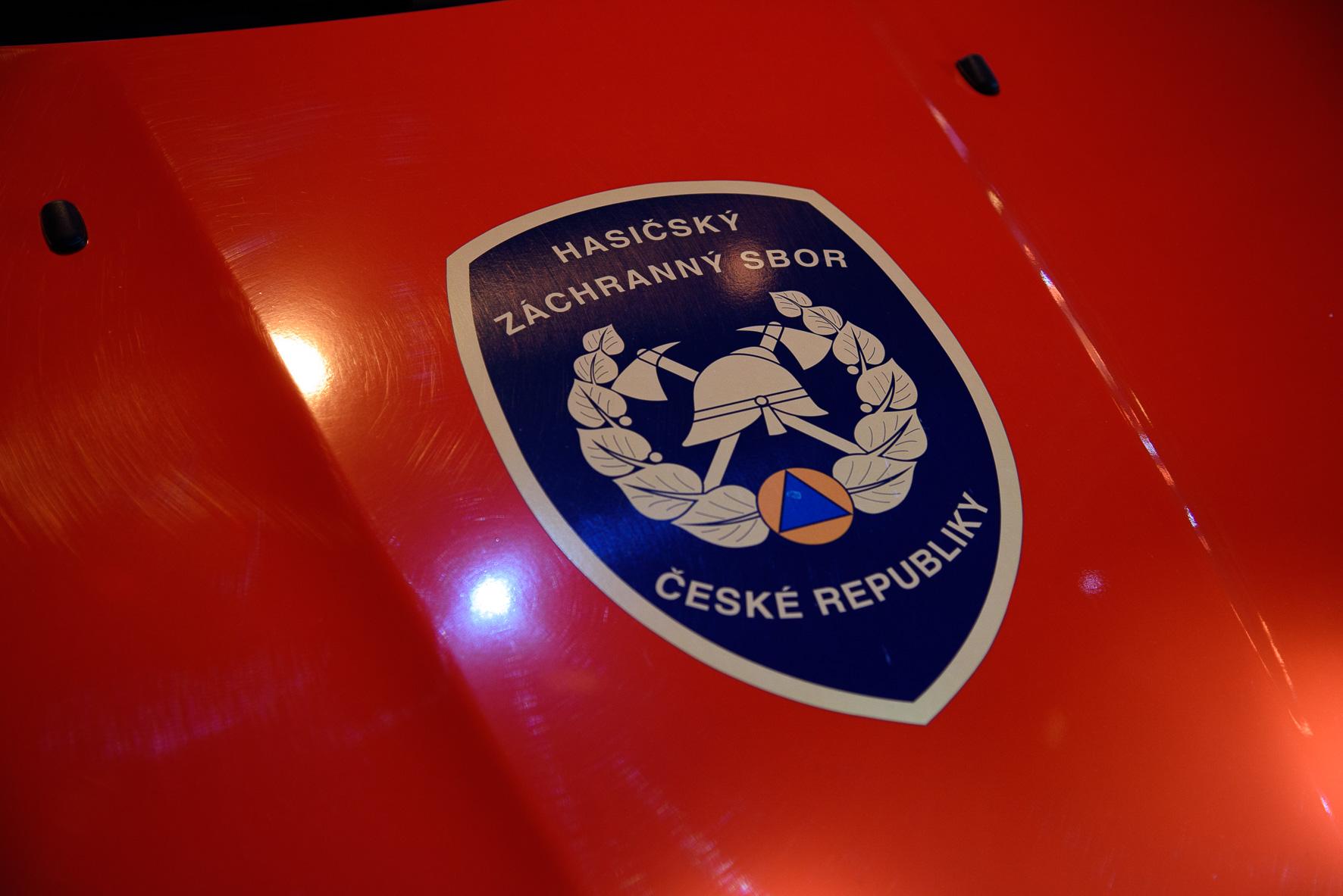 anketa-dobrovolni-hasici-roku-2015-vyhlaseni-vysledku-vozidlo-detail-znak-hzs-cr