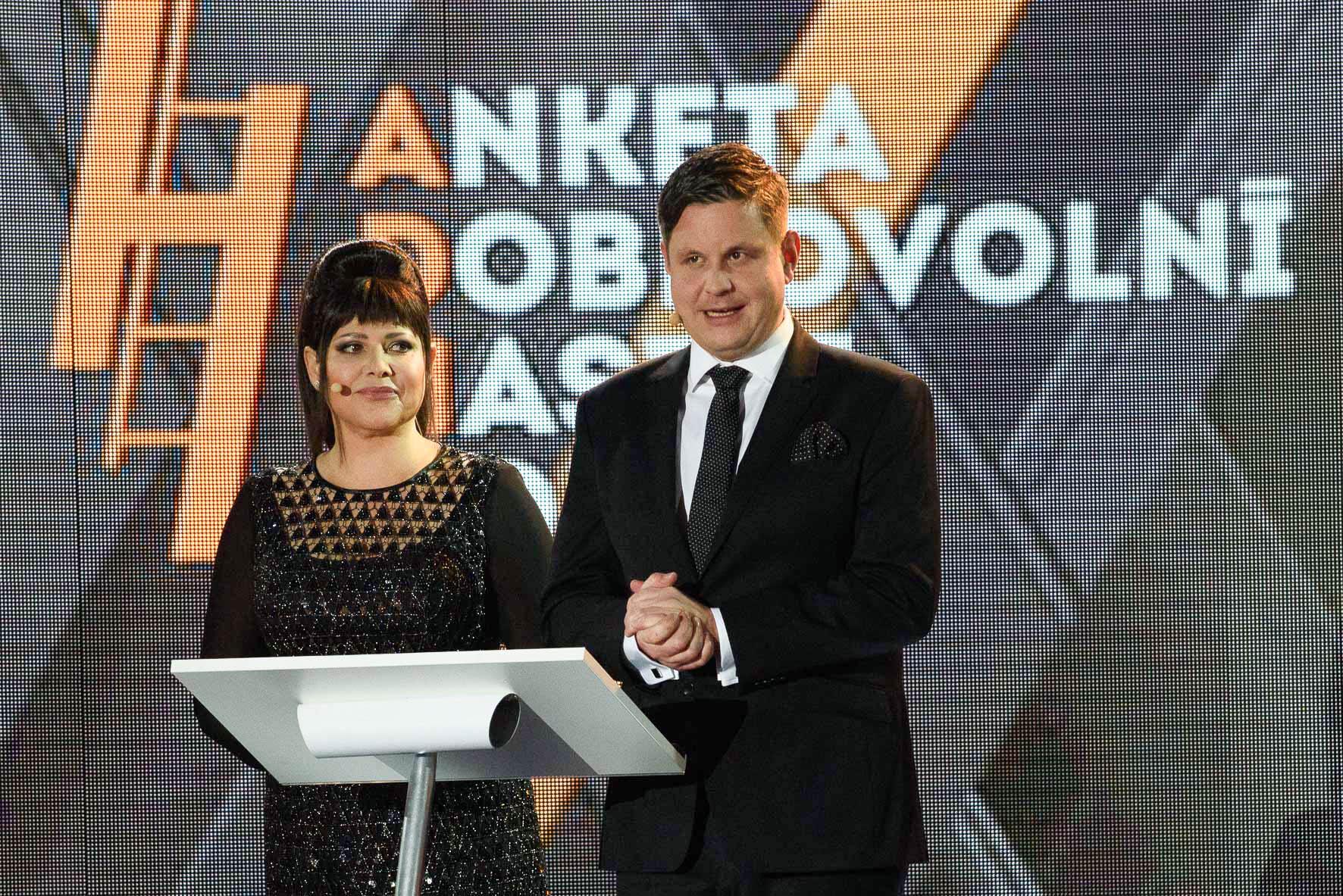 ilona-csakova-moderatorka-vyhlaseni-vysledku-adhr-2015