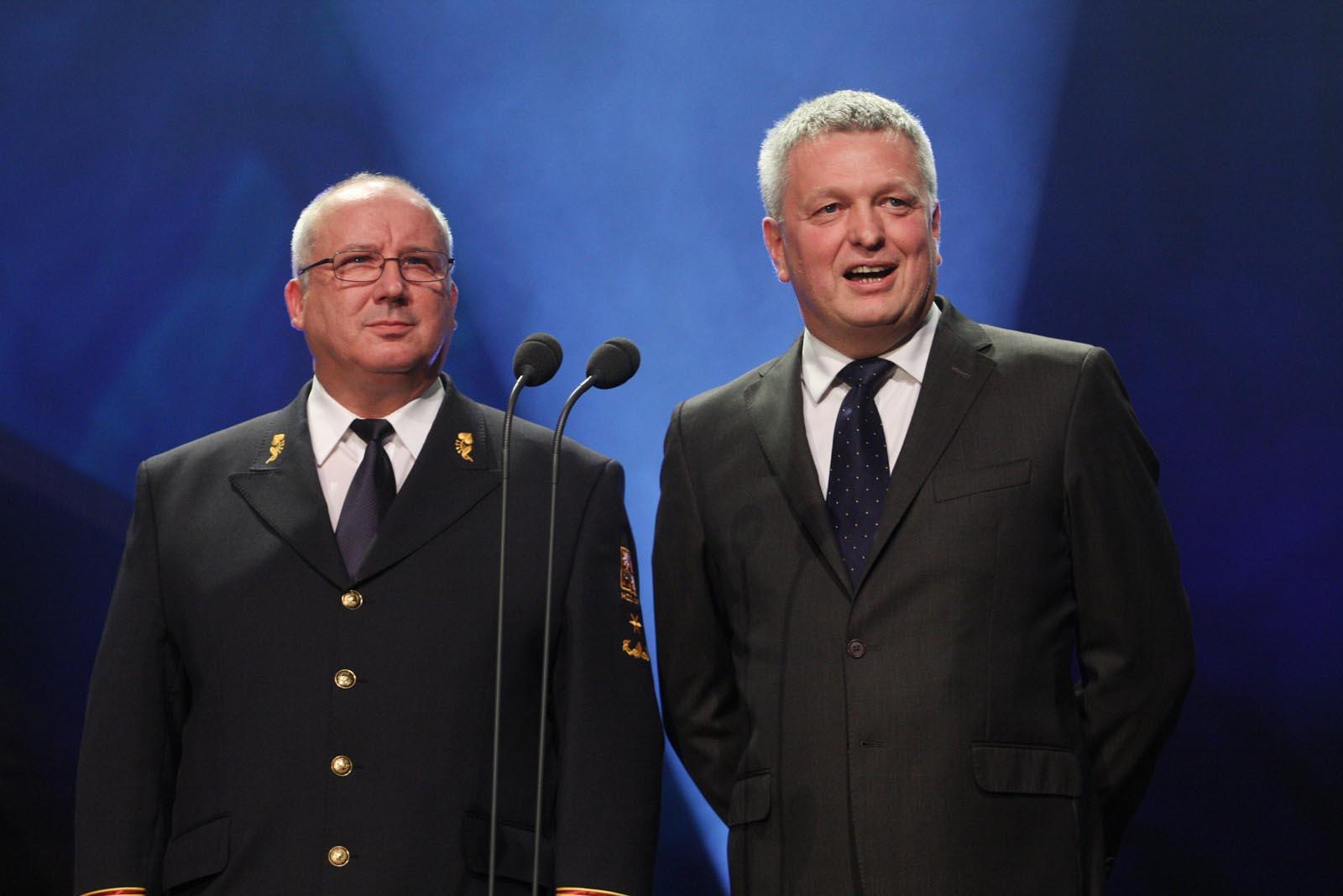 Miloš Svobda - HZS ČR a Pavel Káčer - RWE - vyhlášení výsledků ankety Dobrovolní hasiči roku 2014