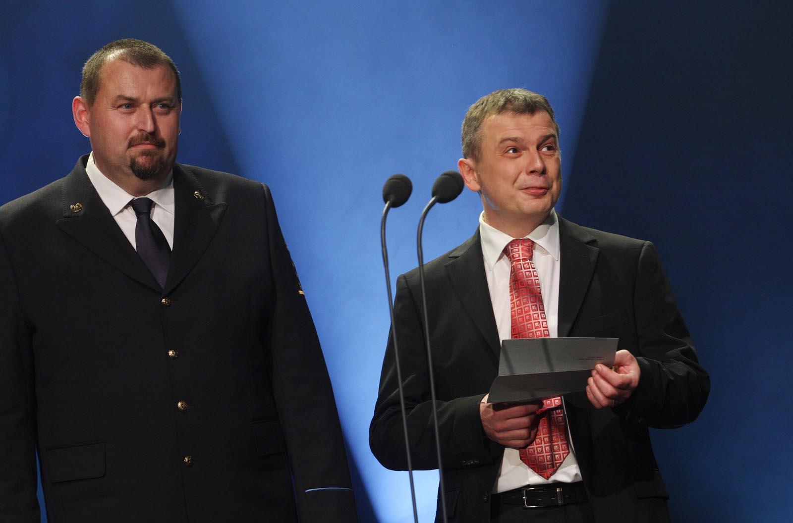 Slavomír Bell - HZS ČR a Rudolf Toužín - DCom - vyhlášení výsledků ankety Dobrovolní hasiči roku 2014