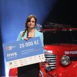 vítězka Michaela Bradáčová doprovodné fotosoutěže HASIČI OBJEKTIVEM 2014 - vyhlášení výsledků ankety Dobrovolní hasiči roku 2014