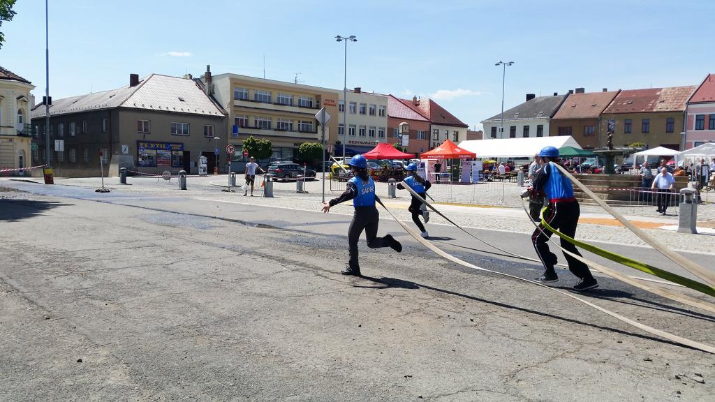ADHR-Jevicko-soutez-hasicske-mladeze-utok-divky